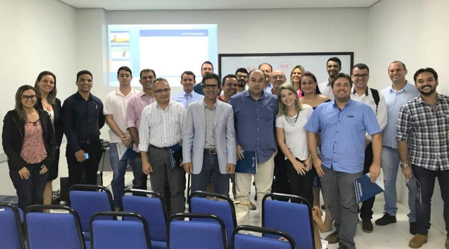 Francisco Graziano e os participantes da palestra na IB Consulting